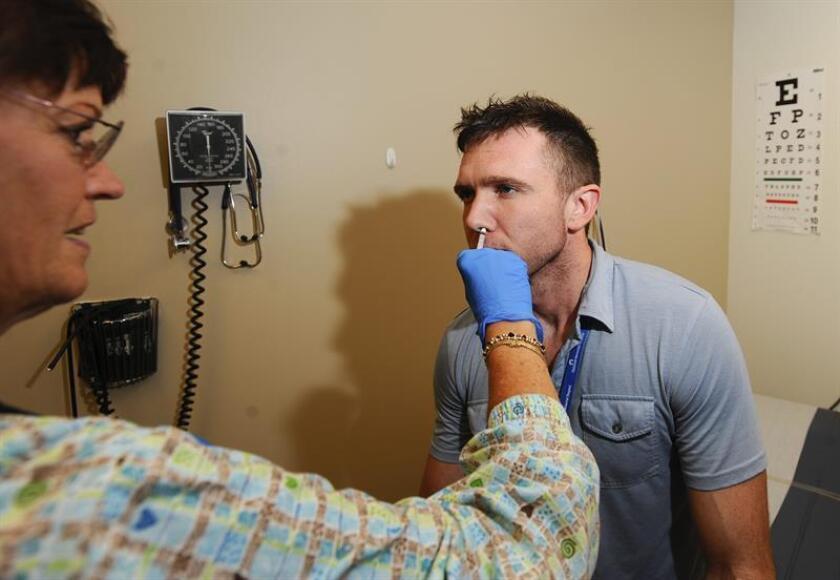 La temporada de gripe ha alcanzado ya a 36 estados del país semanas antes de febrero, que es cuando tradicionalmente esta enfermedad está en su momento álgido, según datos publicados hoy por los Centros de Control y Prevención de Enfermedades (CDC). EFE/ARCHIVO