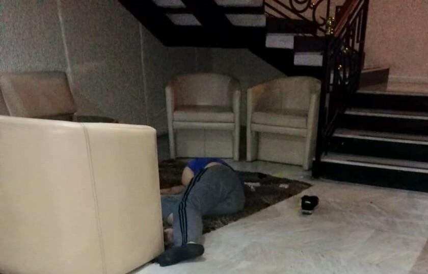 Bill Bailey encontró la muerte al caer en un hotel tras una discusión.