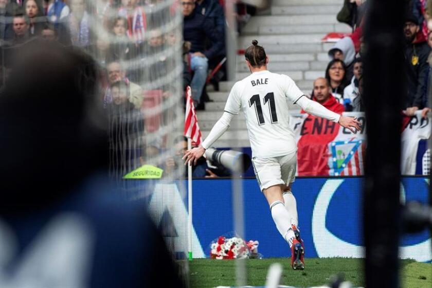 El delantero galés del Real Madrid Gareth Bale tras conseguir el tercer gol de su equipo ante el Atlético de Madrid. EFE