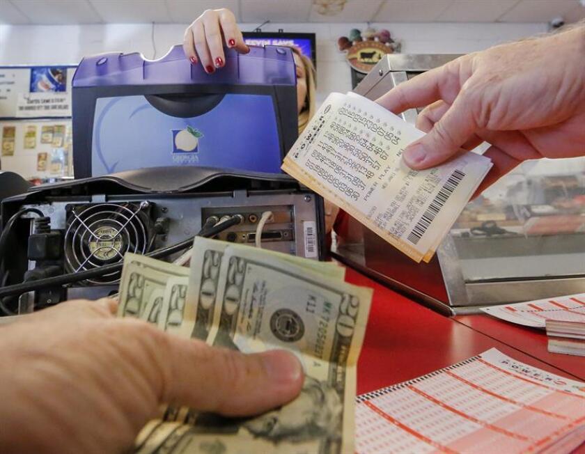 El premio acumulado de la lotería Mega Millions alcanzó hoy la cifra récord de 1.600 millones de dólares a escasas horas para que se celebre el sorteo a las 11.00 horas de esta noche (ET), informó la organización. EFE/Archivo