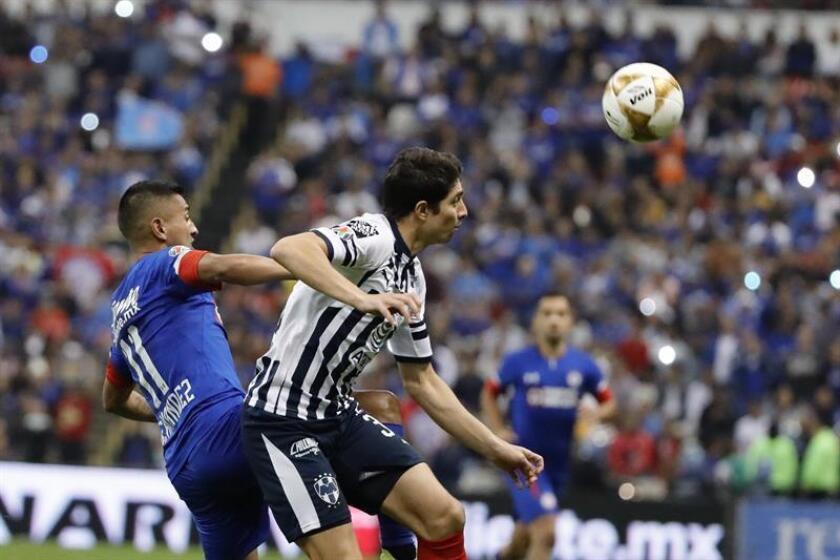 Cruz Azul's Elias Hernandez (L) in action against Monterrey's John Medina (R) during the second leg of the 2018 Apertura tournament semifinals series between Cruz Azul and Monterrey at Azteca Stadium in Mexico City, Mexico, on Dec. 8, 2018. EPA-EFE/JOSE MENDEZ