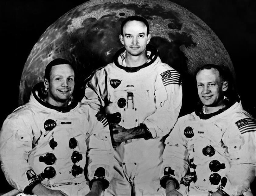 """MISIÓN APOLO XI: Houston (Texas), 23-6-1969.- Tripulación de la misión lunar Apolo 11 en el centro de entrenamiento de Houston. De derecha a izquierda, el comandante Neil Armstrong; el piloto del módulo de comando, Michael Collins, y el piloto del módulo de exploración lunar """"Eagle"""", Edwin E. Aldrin. EFE/Archivo"""