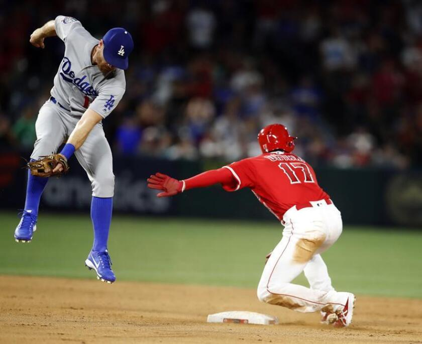 Los Angeles Angels designated hitter Shohei Ohtani (R) steals second as Los Angeles Dodgers second baseman Logan Forsythe (L) jumps for the throw from home plate in the ninth inning at Angel Stadium in Anaheim, California, USA, 06 July 2018. EFE