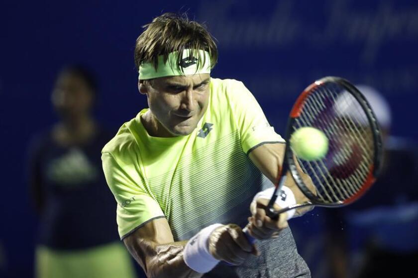 El tenista español David Ferrer en acción ante el ruso Andréi Rubliov durante la primera jornada del Abierto Mexicano de tenis, en Acapulco (México). EFE