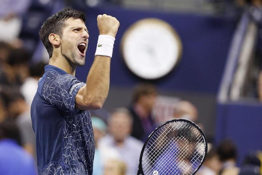 Novak Djokovic de Serbia celebra después de derrotar al japonés Kei Nishikori durante la semifinal del Abierto de EE.UU disputado en el centro nacional de tenis de Flushing Meadows, Nueva York (EE.UU) el 7 de septiembre del 2018. EFE