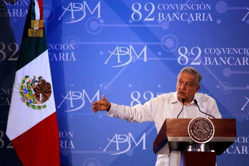 El presidente de México Andrés Manuel López Obrador, participa en la clausura de la 82 convención bancaria este viernes, en Acapulco, en el estado de Gurerrero (México). EFE