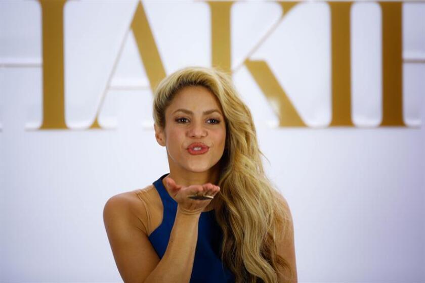 """La cantante colombiana Shakira encabeza esta semana cinco de las once listas de música latina de la revista especializada Billboard con su tema """"Chantaje"""". EFE/ARCHIVO"""