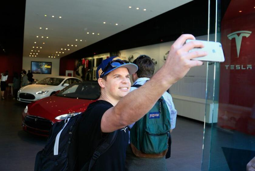 Chris Thinnes of San Marcos takes a selfie as he makes his way to the front of the line of the Tesla Store at Westfield UTC in La Jolla where people lined up to be among the first to reserve the new Tesla 3, the consumer model electric car the first is releasing in 2017.. Misael Virgen - San Diego Union-Tribune