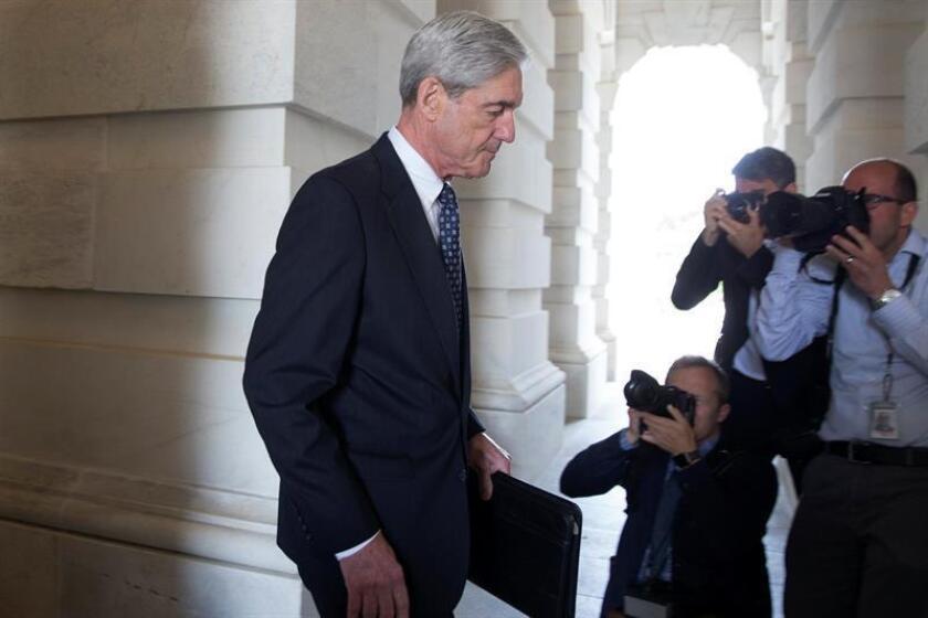 El fiscal especial que investiga la trama rusa, Robert Mueller, busca esclarecer si un exasesor de la campaña electoral del presidente Donald Trump intimidó a un testigo que supuestamente le había servido de enlace con WikiLeaks, informó hoy The Wall Street Journal. EFE/ARCHIVO