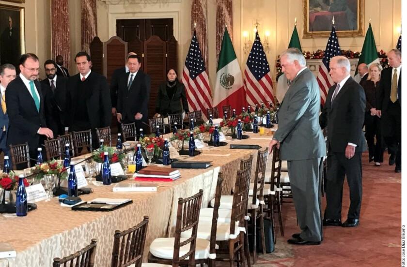 Delegaciones de los Gobiernos de México y de Estados Unidos se reúnen esta mañana en el edificio Harry Truman del Departamento de Estado en Washington para comenzar el Diálogo de Alto Nivel para Combatir las Organizaciones Criminales Transnacionales.