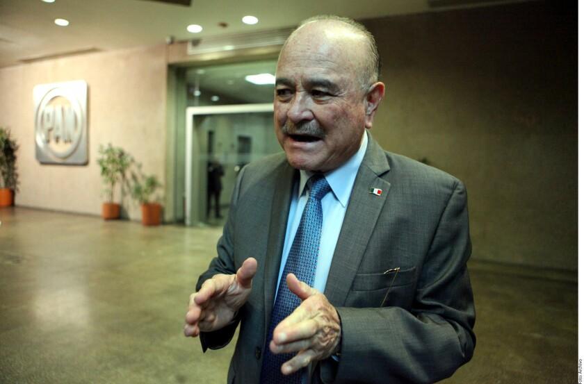 """En función del """"interés público"""", el senador Ernesto Ruffo Appel analiza si participa o no en la elección interna del PAN para llevar a la coalición electoral Por México al Frente al candidato presidencial."""