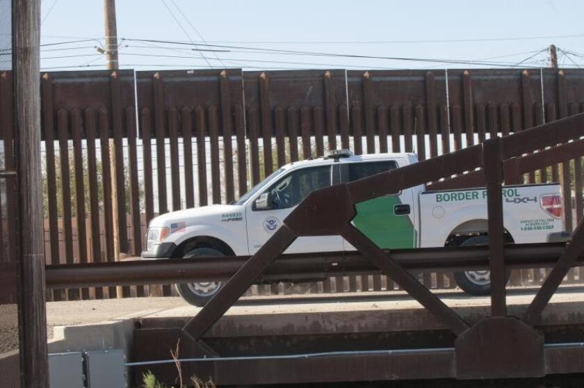 Dos adultos mexicanos se hacen pasar por niños ante inmigración en Arizona