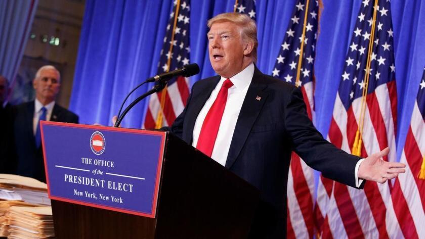 El presidente electo Donald Trump habla en su primera conferencia de prensa a unos días de tomar el poder. Evan Vucci / Associated Pres