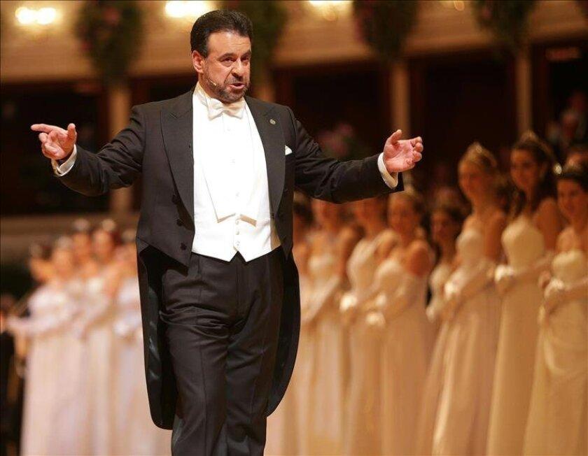 Campbell Y Canalis Protagonizaron El Tradicional Baile De La ópera De Viena San Diego Union Tribune En Español