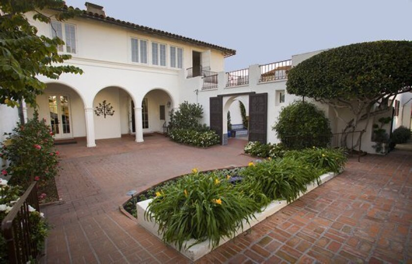 Social Service League of La Jolla owns and operates the historic Darlington House, which hosts public and private functions throughout the year. Funds raised at Darlington House events support SSL programs.