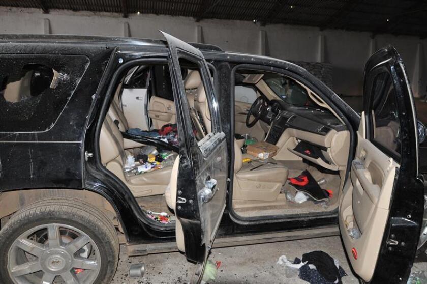 Fotografía de archivo del 6 de julio de 2017, que muestra a vehículos con impactos de bala en uno de los puntos de los enfrentamientos entre grupos armados, en la comunidad de Las Varas, del municipio de Madera en el estado de Chihuahua (México). EFE/ARCHIVO