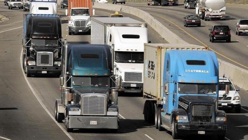 Las autopistas 710 y 215 que recorren diferentes ciudades en el Sur de California se ubicaron entre las 10 carreteras más peligrosas de Estados Unidos, en donde fallecieron 22 personas en el 2013, según un reporte sobre accidentes de tráfico.
