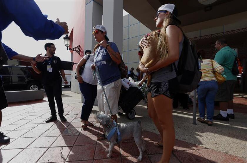 Vista de varias personas afectados por el huracán María en San Juan, Puerto Rico. EFE/Archivo