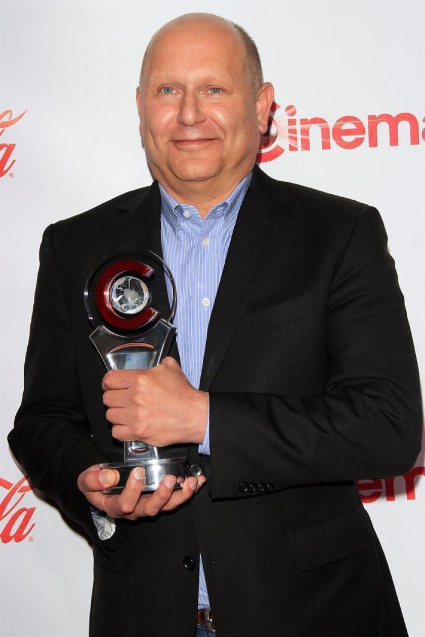 El productor estadounidense Chris Meledandri posa con su premio CinemaCon al Mejor Productor del Año al finalizar la ceremonia de entrega de los CinemaCon Awards celebrada en el Caesars Palace en Las Vegas, Nevada (EEUU). EFE/Archivo