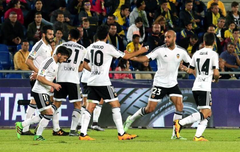 Los jugadores del Valencia celebran un gol durante un partido. EFE/Archivo