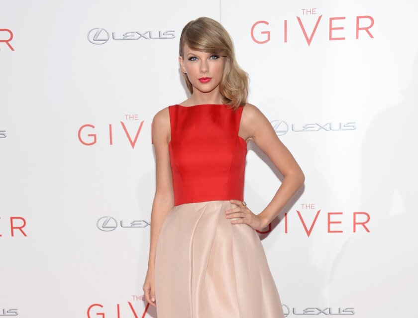 """Taylor Swift arrives at New York premiere of """"The Giver"""" at the Zeigfeld Theater on Monday, Aug. 11, 2014, in New York. (Photo by Evan Agostini/Invision/AP)"""