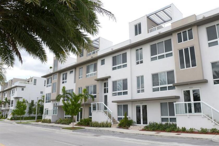 La venta de casas nuevas en Estados Unidos descendió un 5,5 % en septiembre y se situó cerca del nivel más bajo en casi dos años, informó hoy el Departamento de Comercio. EFE/Archivo