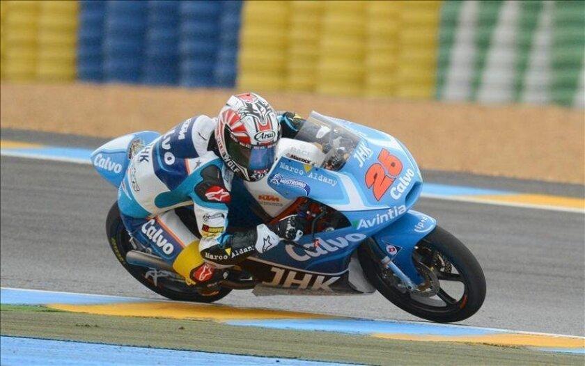 El español Maverick Viñales (KTM) superó a su compatriota Luis Salom (KTM) al final de los entrenamientos libres para el Gran Premio de Italia de Moto3 que se han desarrollado en el circuito de Mugello. EFE/Archivo