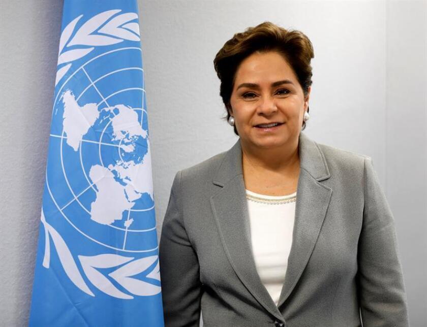 La Secretaria Ejecutiva de la ONU para el Cambio Climático, Patricia Espinosa, posa antes de ofrecer una rueda de prensa en el marco de la Cumbre del Clima (COP23) celebrada en Bonn (Alemania) hoy, 13 de noviembre del 2017. El Programa de la ONU para el Medioambiente (PNUMA) instó hoy al sector financiero privado a involucrarse en la lucha contra el cambio climático y poder así cumplir los compromisos del Acuerdo de París. EFE