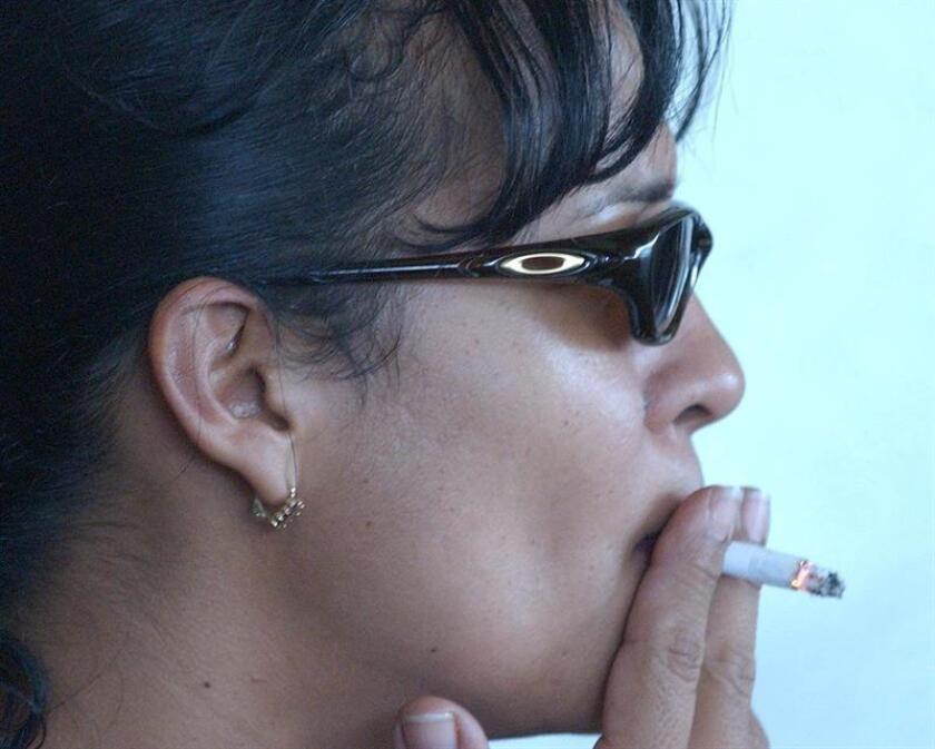 El gobernador de Nueva York, Andrew M. Cuomo, firmó hoy una legislación para proteger aún más a los niños de la exposición al humo de tabaco de tal forma que el estado prohíbe por ley que las personas fumen en las instalaciones que brindan servicios de cuidado infantil, incluidas las casas privadas. EFE/Archivo