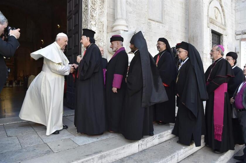 Pope Francis welcomes the Heads of the Churches and Christian Communities of the Middle East at the Basilica of Saint Nicholas in Bari, southern Italy, 07 July 2018. EFE