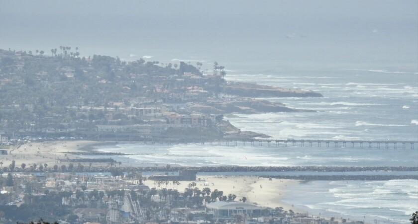 San Diego se cubrió de nubes grises de mayo el domingo.