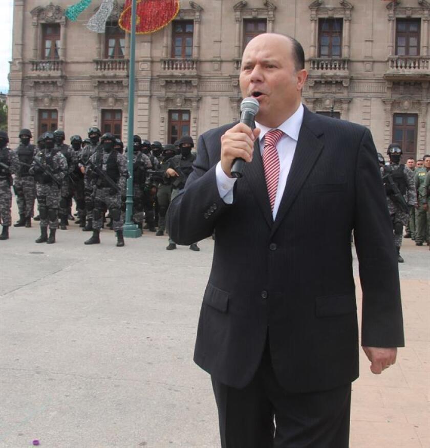 Fotografía del 4 de octubre de 2016, del exgobernador César Duarte, durante su despedida con las fuerzas de seguridad del estado de Chihuahua (México). EFE/Archivo