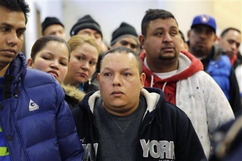 Una deportación masiva de inmigrantes sin permiso de residencia provocaría perjuicios económicos y fiscales severos a Estados Unidos, indicó un informe de un centro de investigaciones difundido el miércoles.