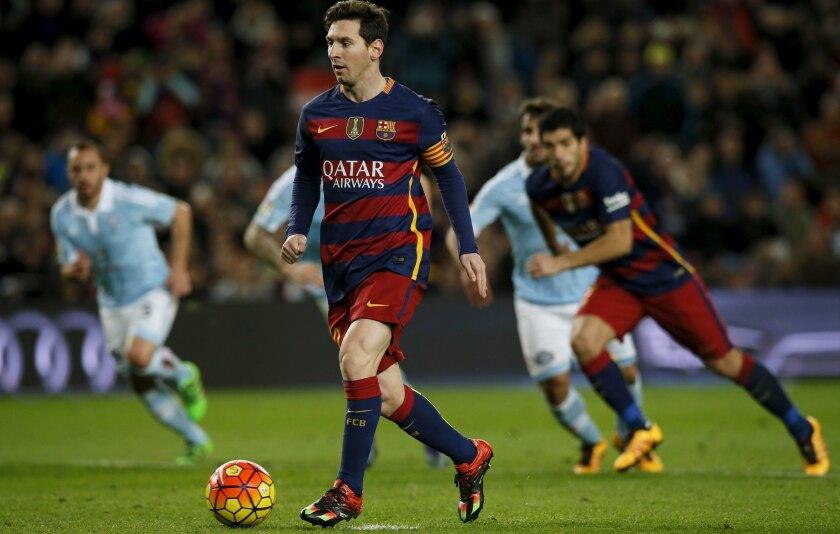 Football Soccer - Barcelona v Celta Vigo - Spanish Liga BBVA - Camp Nou stadium, Barcelona - 14/2/16Barcelona's Lionel Messi takes a penalty to assist Luis Suarez to score a goal against Celta Vigo. REUTERS/Albert Gea ** Usable by SD ONLY **