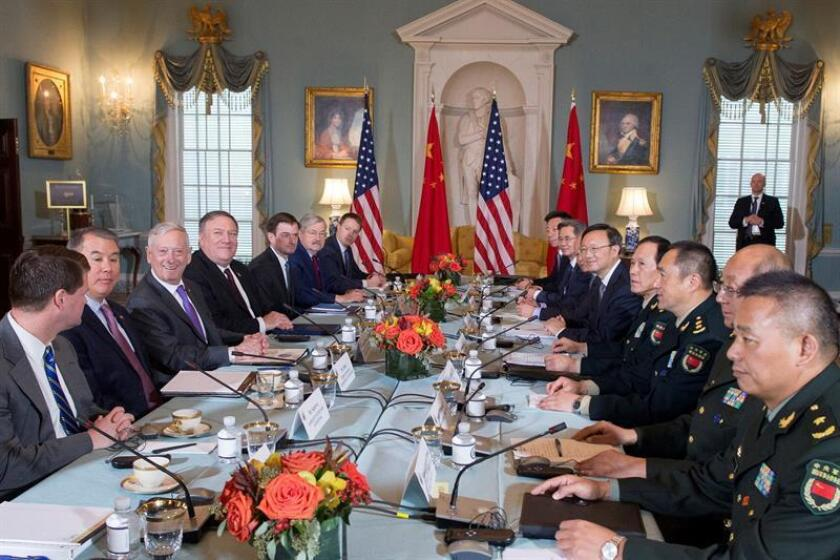 US Secretary of State Mike Pompeo (4th l.) and US Defense Secretary James Mattis (3rd l.) meet with Chinese Defense Minister Wei Fenghe (c. r.) and other Chinese officials; they are expected to resume high-level talks about security and diplomacy EFE-EPA/Michael Reynolds