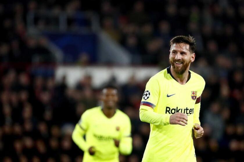 El jugador del Barcelona Lionel Messi, durante el partido entre Barcelona y el PSV Eindhoven por la Liga de Campeones de la UEFA, en Eindhoven (Holanda). EFE
