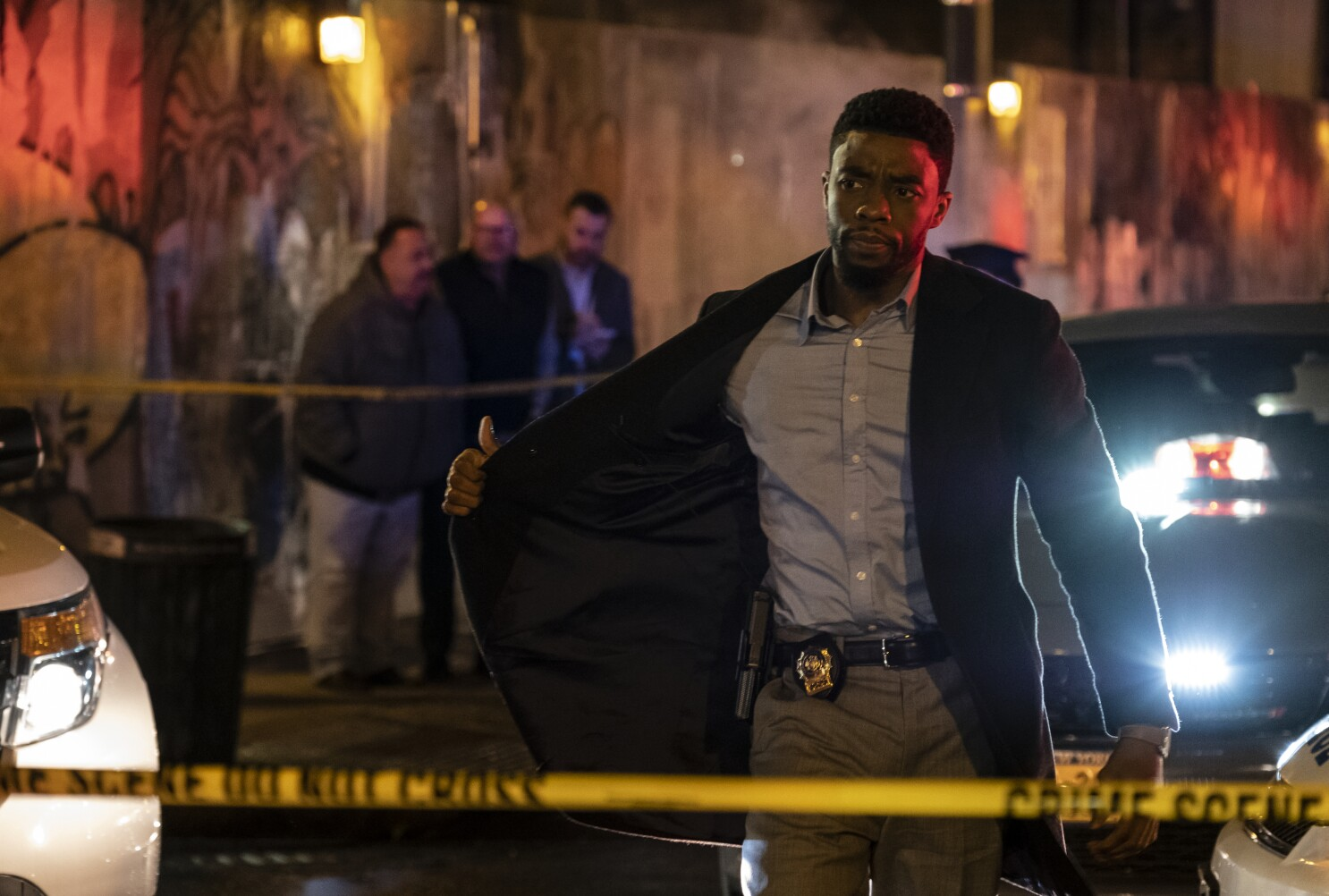 Review Chadwick Boseman Cannot Keep 21 Bridges From Collapsing Los Angeles Times