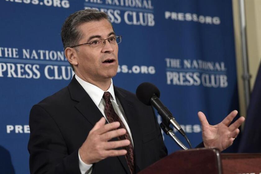 El fiscal general de California, Xavier Becerra, habla sobre la situación de los inmigrantes durante una rueda de prensa, el miércoles 6 de diciembre de 2017, en Washington DC, (Estados Unidos). EFE/Archivo