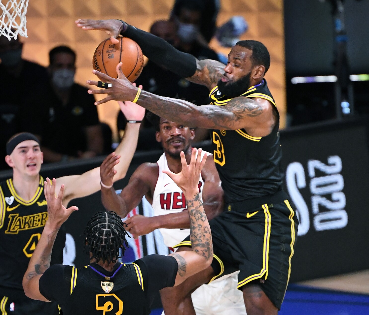 Lakers Defeat Heat In Game 2 Of Nba Finals Lead Series 2 0 Los Angeles Times