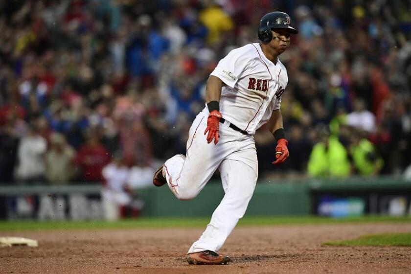 El bateador de los Medias Rojas de Boston, Rafael Devers. EFE/Archivo