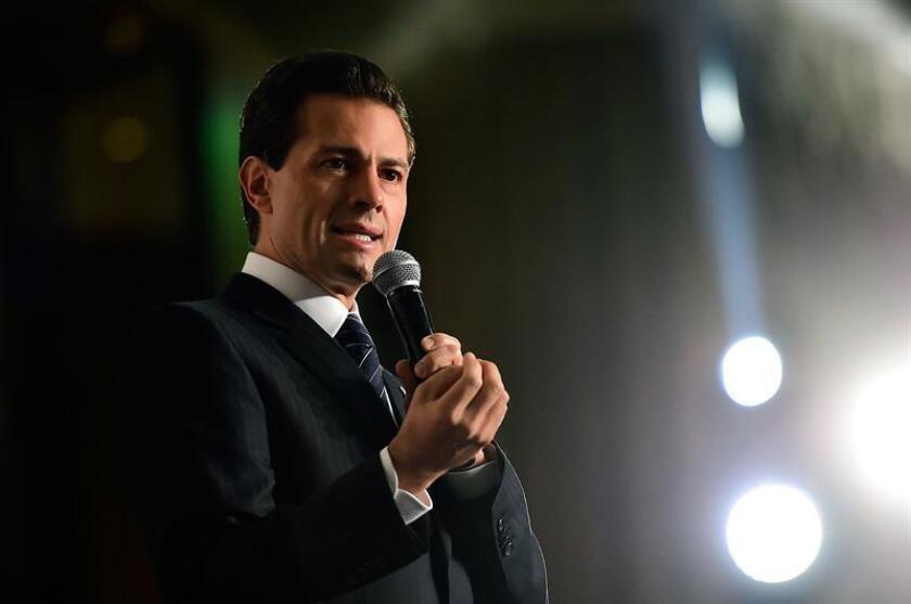 El presidente de México, Enrique Peña Nieto, anunció hoy el relevo de su fiscal general, Arely Gómez, un puesto cuestionado por el manejo de la investigación del caso de los 43 estudiantes desaparecidos en 2014 y la reciente fuga de un gobernador y un exgobernador acusados de corrupción.