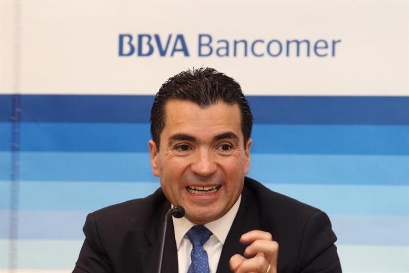 El vicepresidente y director general de BBVA Bancomer, Eduardo Osuna, participa durante una rueda de prensa. EFE/Archivo