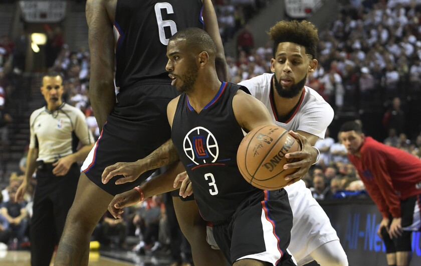 Clippers point guard Chris Paul breaks hand
