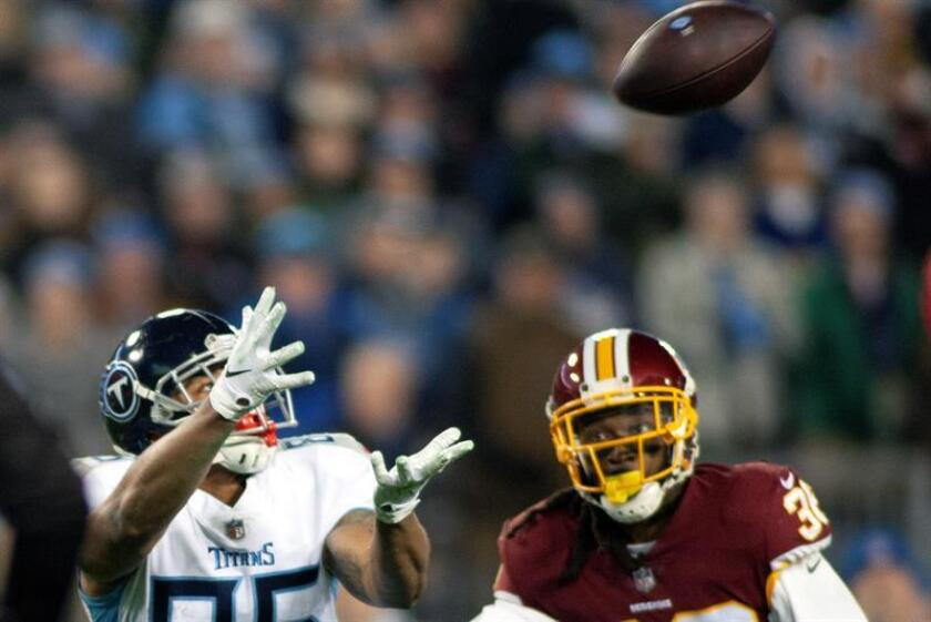 Tennessee Titans tight end MyCole Pruitt (L) reaches for a pass in front of Washington Redskins free safety D.J. Swearinger (R) during the NFL game between the Tennessee Titans and the Washington Redskins at Nissan Stadium in Nashville, Tennessee, USA, 22 December 2018. EFE-EPA/RICK MUSACCHIO