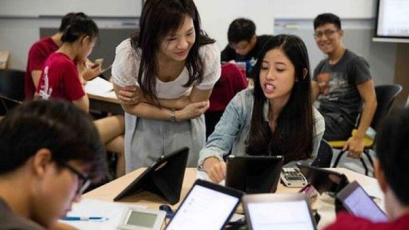 Singapur se independizó en 1965.En un comienzo la fuerza laboral de este país era mayormente pobre y poco calificada. Pero en pocas décadas este pequeño país asiático de poco más de cinco millones de habitantes ha logrado superar en los ránkings de educación a los países más ricos de Europa.