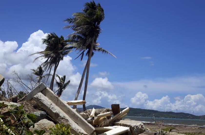 Fotografía de escombros en Punta Santiago en Humaco (Puerto Rico). EFE/Archivo