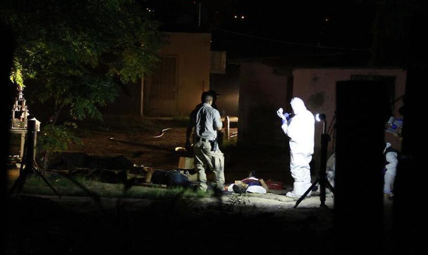 Seis personas fueron asesinadas a tiros el sábado en Ciudad Juárez, Chihuahua, noroeste de México, cuando festejaban la victoria de selección mexicana que superó por 2-1 a su similar de Corea del Sur en Rusia 2018, informaron este sábado medios locales. EFE/ARCHIVO