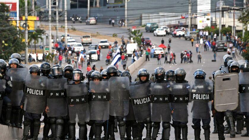 HONDURAS-HERNANDEZ-INAUGURATION
