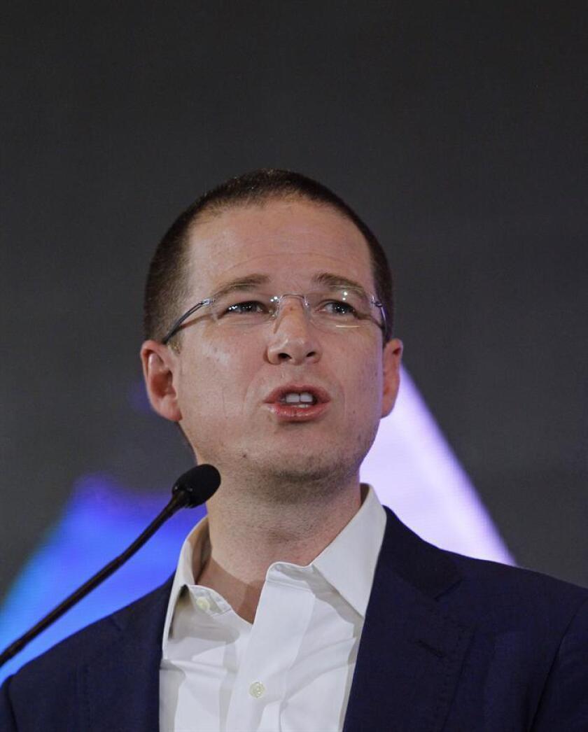 Fotografía fechada el 1 de julio de 2018 del conservador Ricardo Anaya durante una rueda de prensa en Ciudad de México (México). EFE