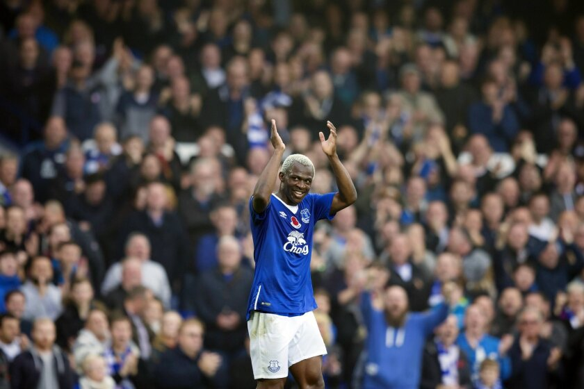 Everton's Arouna Kone celebrates after scoring his third goal during the English Premier League soccer match between Everton and Sunderland at Goodison Park Stadium, Liverpool, England, Sunday Nov.1,  2015. (AP Photo/Jon Super)